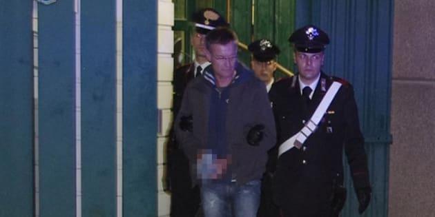 Un momento dell'arresto dell'ex terrorista dei Nar, Massimo Carminati, in una foto rilasciata dai Carabinieri del Ros, Roma, 2 dicembre 2014.