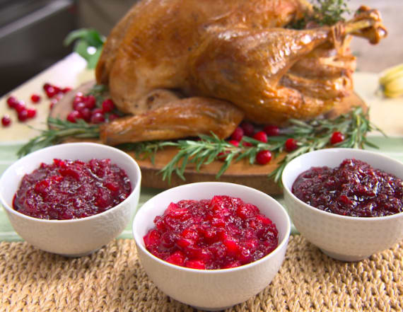 Traditional Thanksgiving cranberry sauce 3 ways
