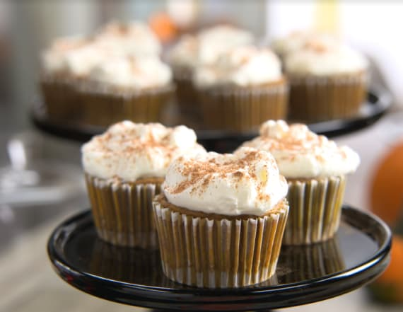 Traditional Thanksgiving pumpkin pie cupcakes