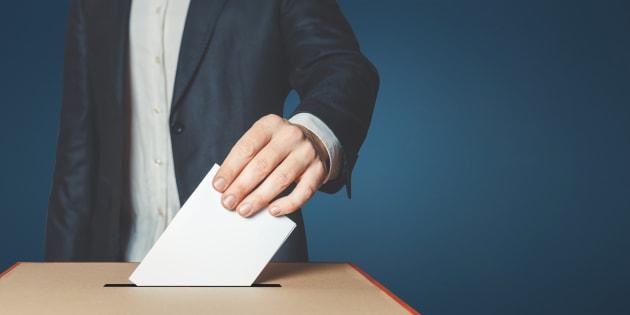 D'ailleurs, plusieurs pourraient être enclins à se demander: «À quoi sert mon vote au juste, car cela revient toujours du pareil au même?»