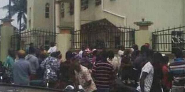 Nigeria,fuoco in chiesa cattolica:morti
