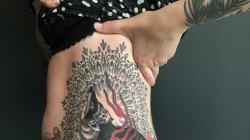 Cœur de Pirate dévoile un nouveau tatouage (et ses fesses au