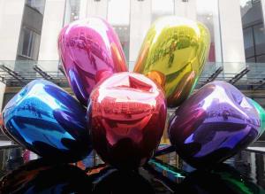 L œuvre polémique de Jeff Koons dédiée aux attentats a fini par trouver sa  place à Paris 8829ac36a80