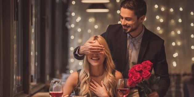 Entre más interacciones tengas con la otra persona, más probabilidades tendrás de ver su foto de perfil al 100% y concretar una cita en vivo y a todo color.
