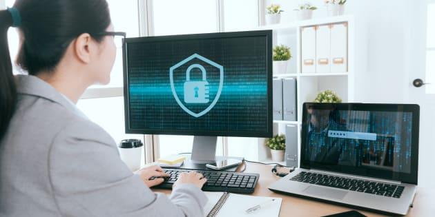 サイバーセキュリティ担当者のイメージ写真