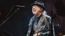 FEQ 2018: Neil Young critique les politiques d'immigration de