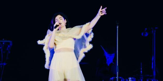 Lorde a paru impressionnée par la quantité de personnes sur les Plaines, vendredi soir!