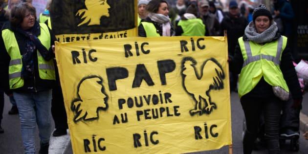 """""""Réconcilier les Français avec la politique et leurs institutions est un énorme chantier. Les vents nationaux-populistes, en France comme ailleurs, vont souffler durement sur les voiles démocratiques."""""""