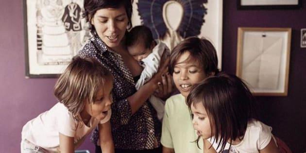 Luanda Fonseca compartilha os desafios de educar quatro crianças.