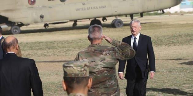 El secretario de Defensa estadounidense, James Mattis, llega a Afganistán.