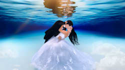 These Underwater Wedding Pics Are What Mermaid Dreams Are Made