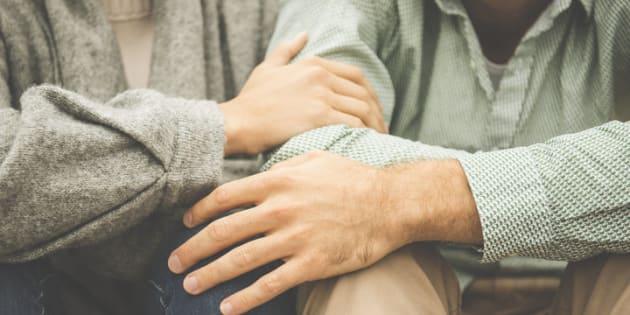 Quand on fait une dépression, l'amour et le soutien de ceux qui comptent dans notre vie sont essentiels. Voici quelques pistes pour venir en aide à un ami, un conjoint ou un proche qui se bat contre ce trouble mental.