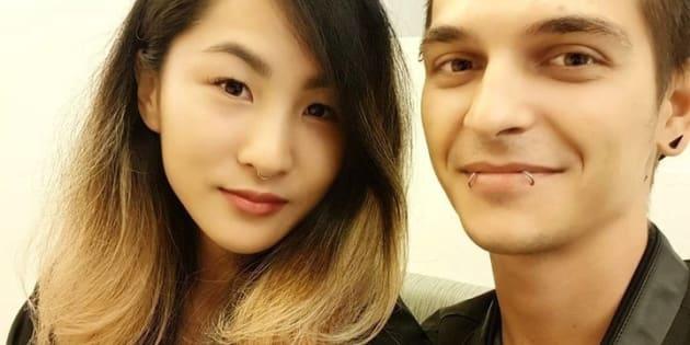 L'auteure du billet, en compagnie de son petit ami.