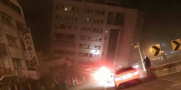 Terremoto Taiwan, crollato un hotel e persone intrappolate sotto le macerie