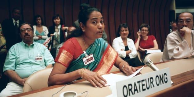 2005年国連人権小委員会で発言するネヴィス・マリーさん。