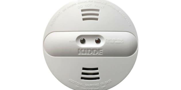 Les consommateurs ne devraient pas tenter de démonter le détecteur, d'ouvrir le couvercle ou de retirer eux-mêmes le bouchon jaune.