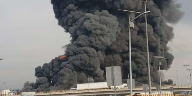 El incendio es visible en buena parte de la capital mexiquense.