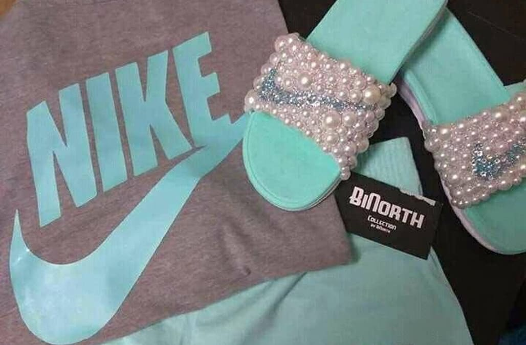 c121b902e2e0 This Nike outfit is the new  Dress  and the internet is at war - AOL ...