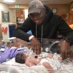 Gli chiedono di scegliere: il papà salva la figlia e perde l'amore della sua vita. La storia di