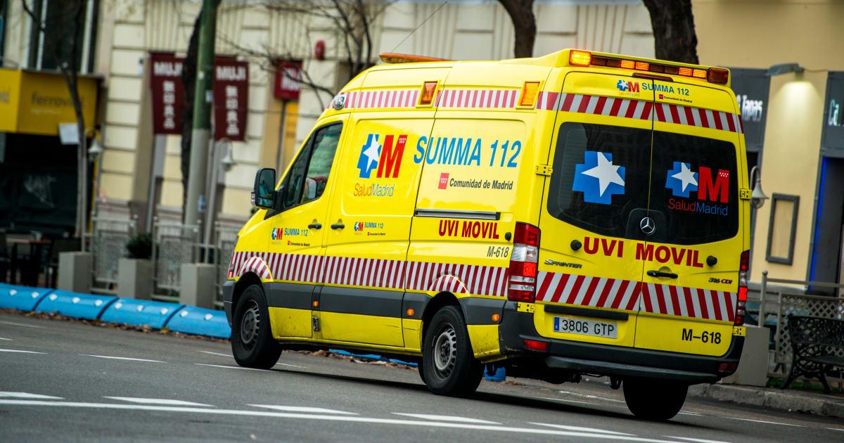 Resultado de imagen de Un enfermero triunfa explicando qué hacer cuando ves una ambulancia detrás de tu coche