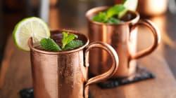Boire dans des tasses en cuivre risque de vous