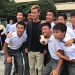本田圭佑が朝鮮学校をサプライズ訪問