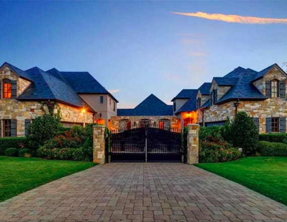 Selena Gomez tries again to sell Texas mansion