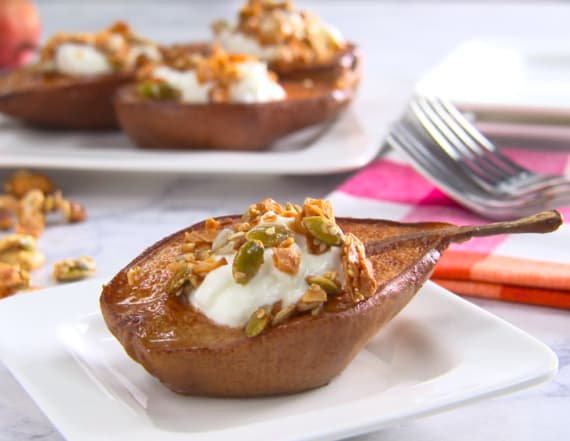 Healthy holidays baked pears with pumpkin granola