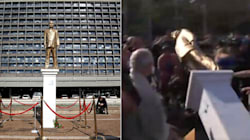À peine érigée, la statue dorée de Netanyahou détruite par la foule à