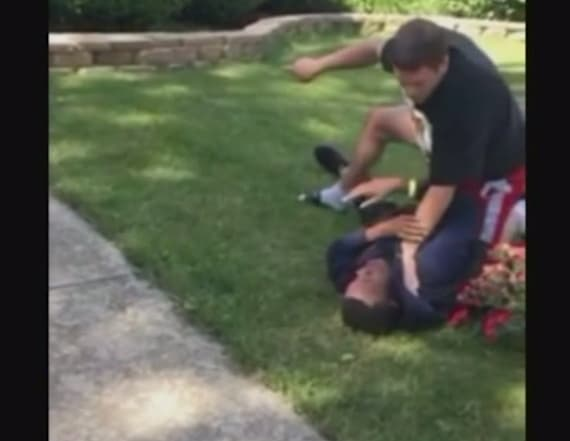 Video: Off-duty cop pins down teen, threatens him