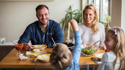 BLOG - Pourquoi il est primordial que vous mangiez avec vos