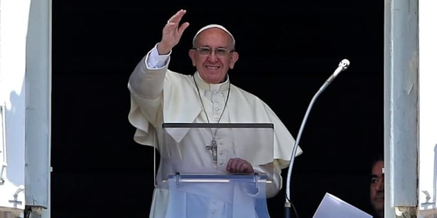 El papa Francisco, saludando a los fieles de la Plaza de San Pedro el pasado 9 de julio.