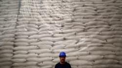 México y EU no alcanzan acuerdo sobre comercio de azúcar, seguirán