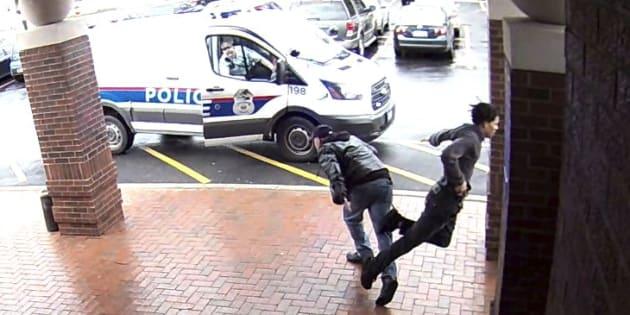 La police remercie ce grand-père pour son croche-pied à un suspect armé qui s'enfuyait