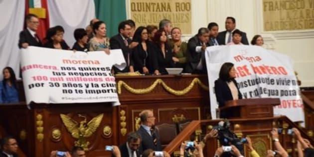 Diputados de Morena tomaron la tribuna de la ALDF