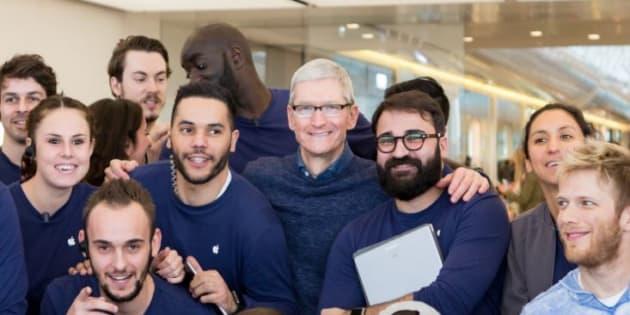Tim Cook fait une visite surprise dans un Apple Store de Marseille