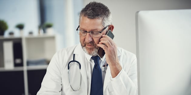 François Legault veut revoir le mode de rémunération des médecins afin d'encourager, par exemple, les consultations téléphoniques.