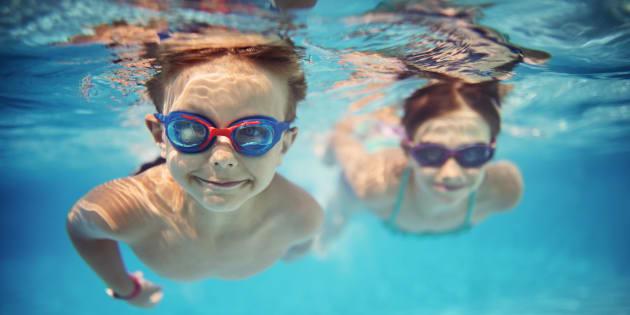Il semblerait que la fameuse légende urbaine qui dit que l'eau devient rouge quand on urine dans une piscine n'est pas très efficace.