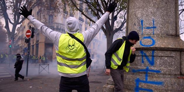 Les «vrais» gilets jaunes, ceux qui sont véritablement à la recherche du progrès, condamnent sévèrement toutes ces actions violentes et cherchent à négocier.