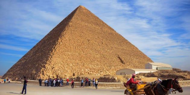 エジプト・カイロ近郊ギザにある「クフ王のピラミッド」(エジプト・ギザ)