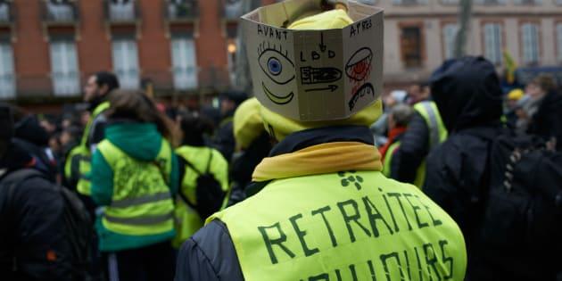 PHOTOS : Syndicats et gilets jaunes défilent dans les rues de Périgueux