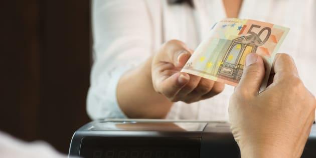 """Avec le """"cash back"""", les commerçants pourront bientôt vous rendre des espèces quand vous paierez en carte bleue."""