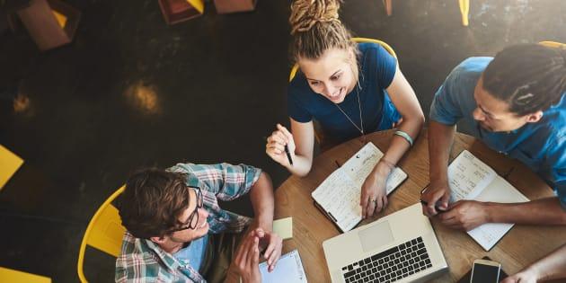 Avec la création des cégeps, la formation est uniformisée en offrant un diplôme, le DEC de trois années d'études après le secondaire avec des enseignants tous diplômés des universités.
