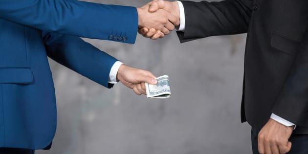 Dal finanziamento pubblico agli oscuri finanziatori: la para