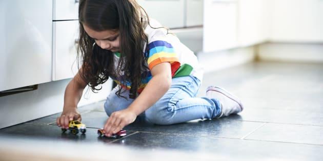 Les enfants doivent jouer, c'est la façon naturelle d'apprendre à devenir adulte. Et puis, s'ils ne s'amusent pas durant leur enfance, quand le feront-ils?