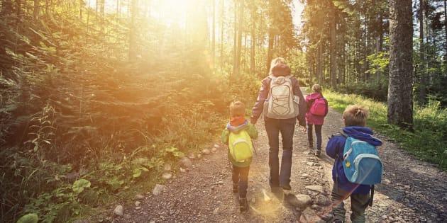 Quando estiver passeando com crianças, tente apenas brincar, se divertir e deixar memórias de grandes aventuras.