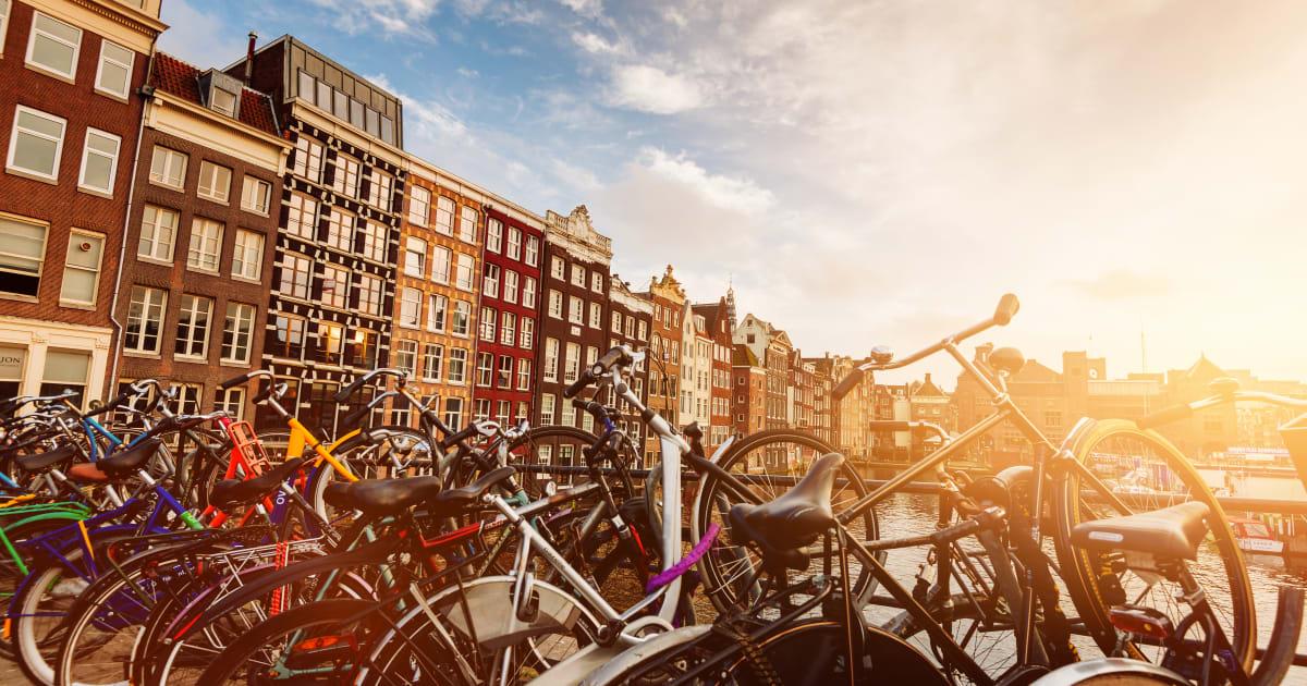 Amsterdam dice basta ai negozi di biciclette e di wafel for Centro di amsterdam