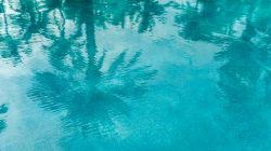 Bambino di 9 anni risucchiato dal bocchettone della piscina. Due turisti lo