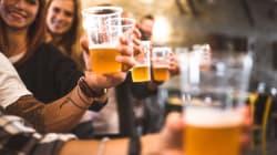 Beber cerveja ou café pode te ajudar a passar dos 90 anos, sugere