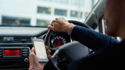 En voiture, être simplement à l'arrêt n'est pas suffisant pour utiliser son